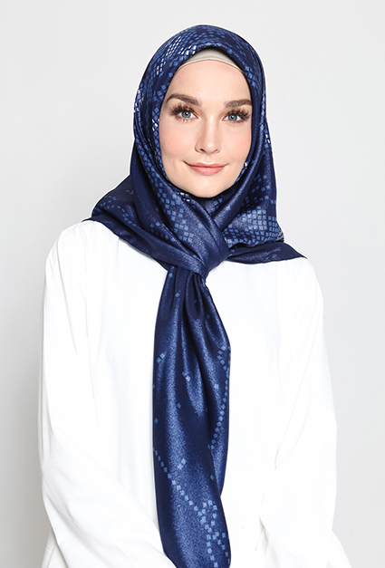 NOURA SHIMMERING SQUARE SCARF